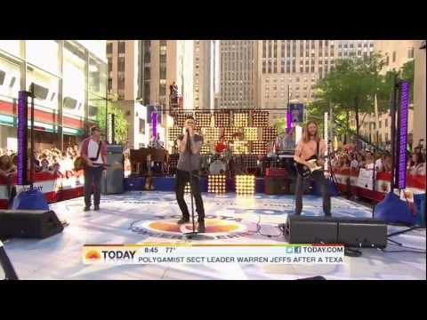 Maroon 5 - Moves Like Jagger (Live on The Today Show 08-05-2011) [HD 1080p]