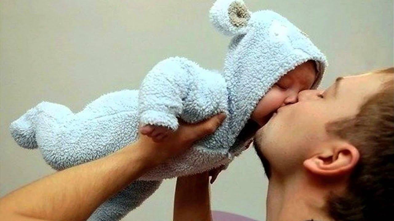 Как держать 2 месячного ребенка фото
