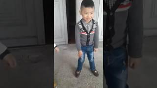 Bước nhảy hoàn vũ nhí của hai bạn nam bé nhỏ. Tập 1.(Con bướm xuân)