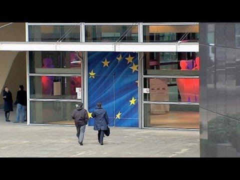 Vladimir Putin accuses EU of blackmail over Ukraine free trade deal