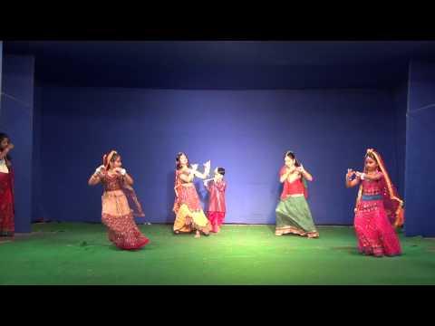 Dona performing on Jo hai Albela