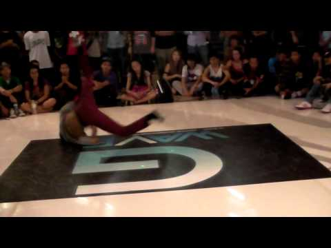 Crazy crew VS สาคูG-WAVE Hippop.Centralworld bangkok.MP4