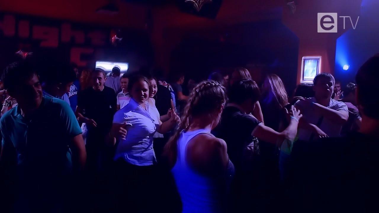 Тёлки танцуют ночном клубе 13 фотография