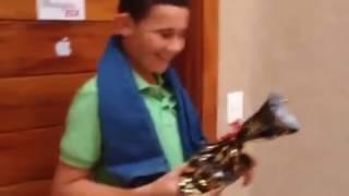 Trollando meu filho com presente de Natal, iPhone novo veja a reação kkkk