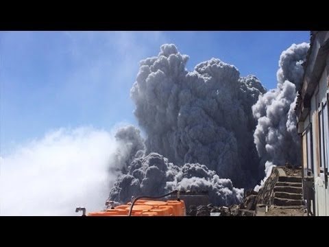 Туристы засняли свою смерть на вершине вулкана