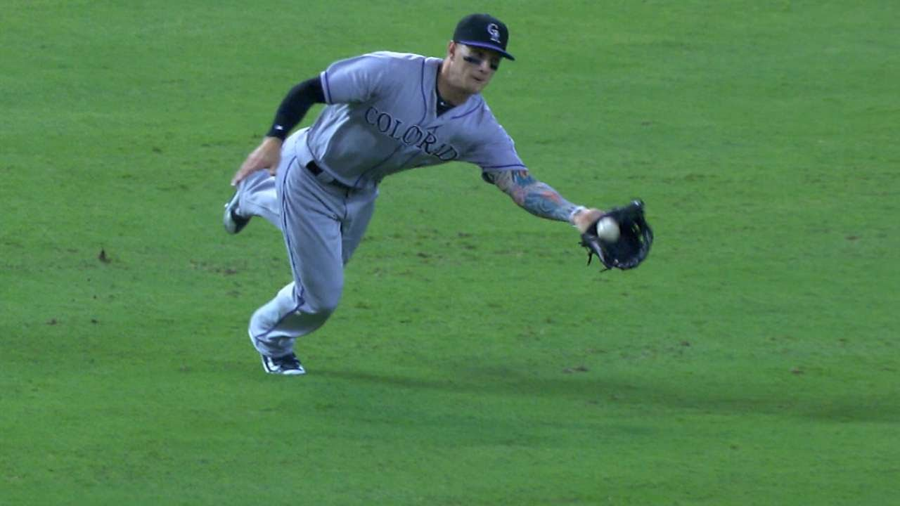 COL@ARI: Barnes makes a great diving catch in left