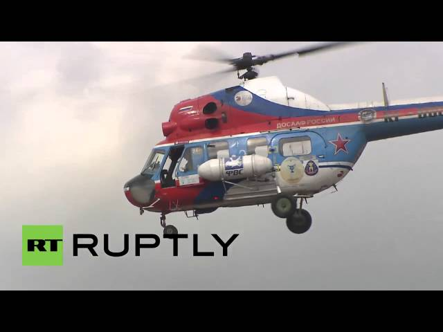 Russian planes & helicopters perform stunts at airshow