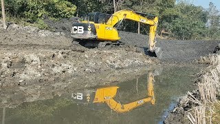 JCB Excavator Making Pound - JCB Working on Sticky Mud - Dozer Video 2