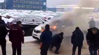 Kia Sorrento catches fire on dealer lot