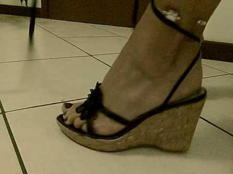 piedi e sandali alla schiava
