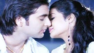 Boyfriend Needs A Good Night Kiss, Janani - Scene 1/19
