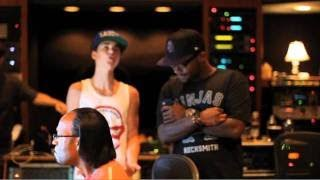 Under The Mistletoe Webisode - Boyz 2 Men and Justin in the Studio (FALALA)