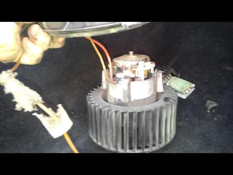 Видео как снять моторчик печки