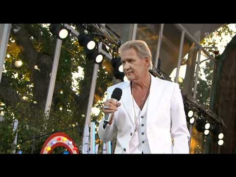 Johnny Logan - Hold Me Now - live