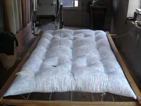 la fabrication du matelas en laine artisanal youtube. Black Bedroom Furniture Sets. Home Design Ideas