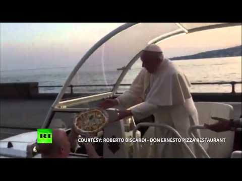 Pope Pizza: Tasty delivery right to the motorcade in Naples