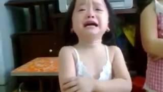 Hài trẻ em: Màn đối đáp siêu hài hước của bé gái với bố