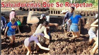 2-Lindas Salvadoreñas Que Se Respetan Baten Lodo💪No Importa Fregarse Las Uñas-Adobes-P2 De Los Pies