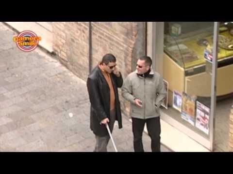 Candid camera divertenti – Scherzo per strada: Il bastone pazzo