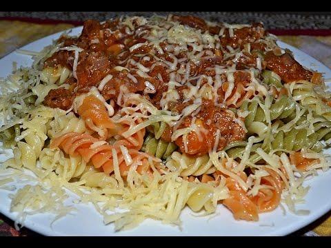 Макароны по-итальянски с соусом из тунца.
