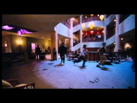 Protector restaurant fight film complet