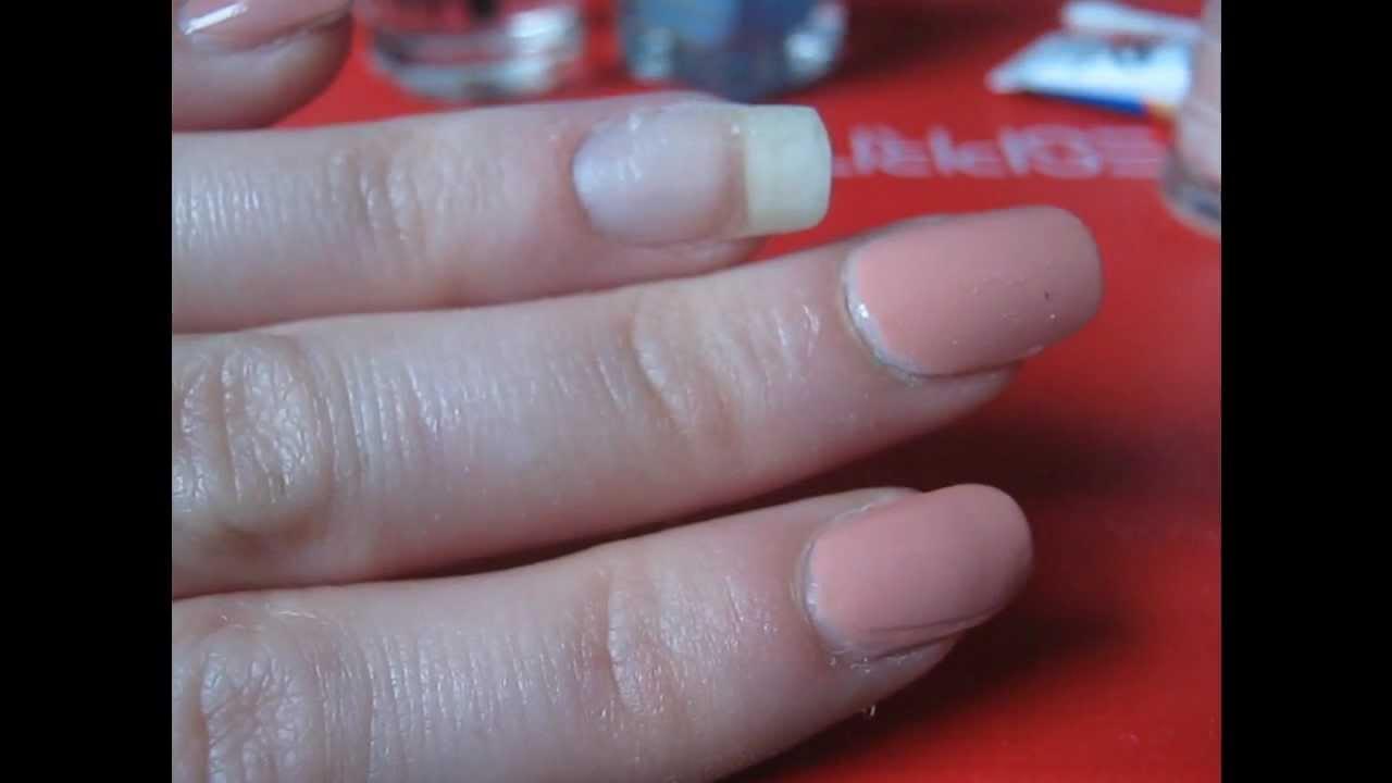 Hoe Een Gescheurde Nagel Repareren - YouTube