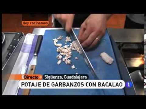 Receta de potaje de garbanzos con bacalao ed youtube - Potaje de garbanzos con bacalao ...
