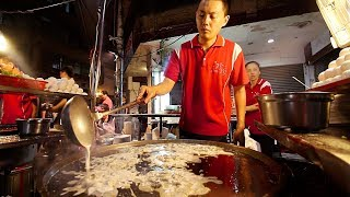 The BIGGEST Oyster Omelette | STREET FOOD IN TAIWAN - Night Market Street Food Tour in Taiwan