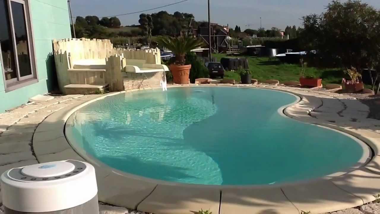 Sicuracque piscina vetroresina a sfioro delta 6 youtube for Piscina resina