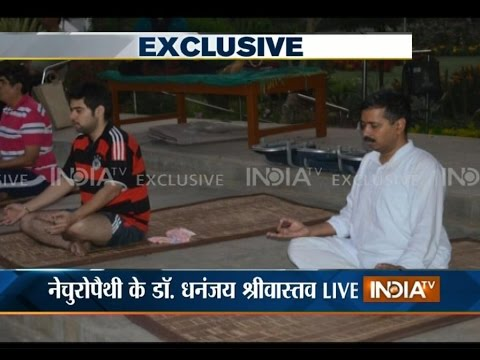 Pictures of Arvind Kejriwal Getting Naturopathy Treatment for Chronic Cough in Bengaluru - India TV