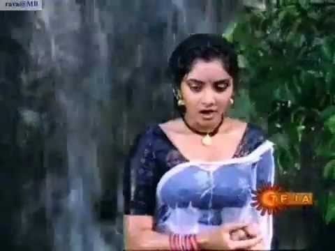 Divyas Rare Naa Ille Naa Swargam scene!