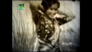 Bangla old Movie Song- Bondhu tindin tor barit gelam   Runa Layla