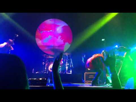 The Naked & Famous – Girls like you – Live in Bangkok 2012
