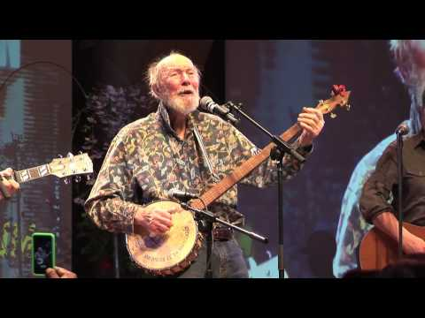 Pete Seeger performs at the NYC Community Garden Coalition Forum