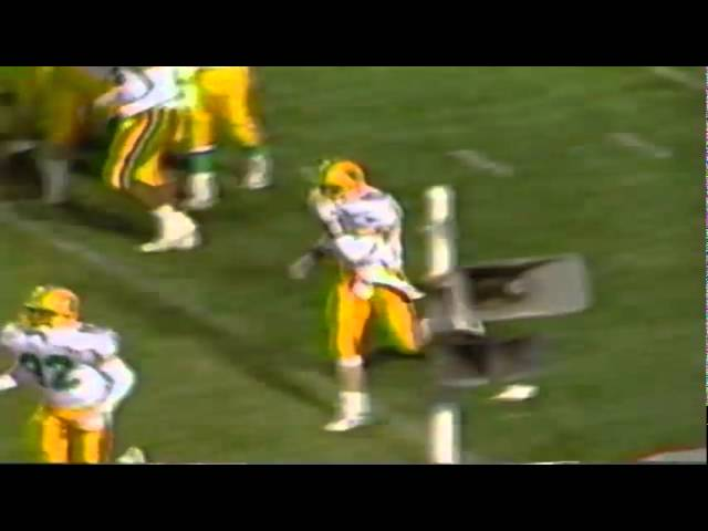 Oregon QB Bill Musgrave runs for a touchdown in the 1989 Independence Bowl