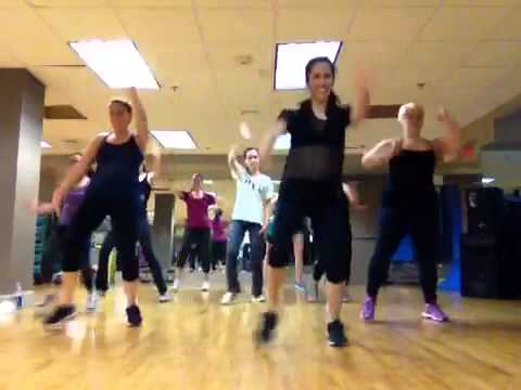 Ella no sigue modas - Zumba with Carolina W