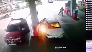 Budak disambar api di stesen minyak