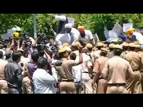 Protests at Congress office over Captain's clean chit to Tytler