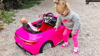 Little Girl Elis Ride On Mercedes Power Wheel - Stuck in The Gravel with Thomas Help Assistance