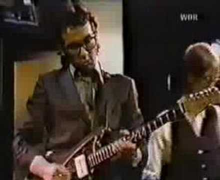 Elvis Costello - I Dont Want To Go To Chelsea ( Live )