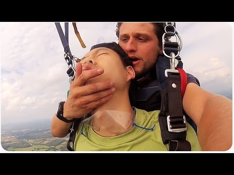 Guy Passes Out While Parachuting | Skynap