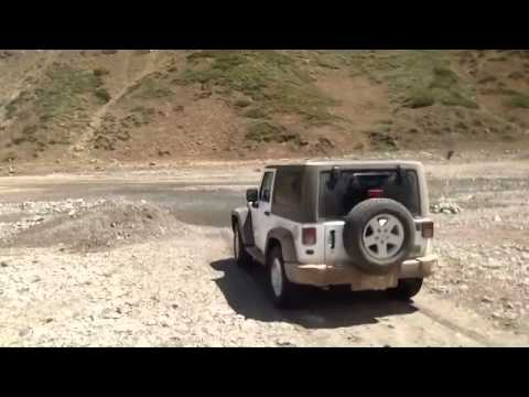 Jeep Wrangler en el Embalse del Yeso