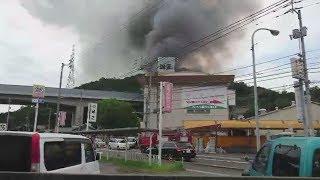 花火工場で火災、爆発か