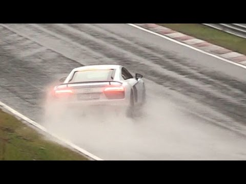 Big Audi R8 slide / almost crash Nordschleife Nürburgring Touristenfahrten 03.10.2016