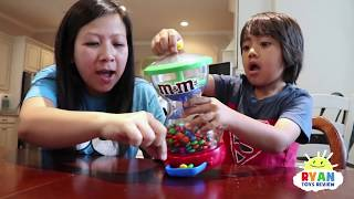 Kid and Mommy Pretend play with M&M Candy!