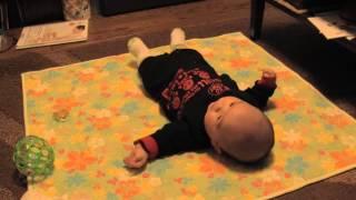 赤ちゃん寝返りに成功