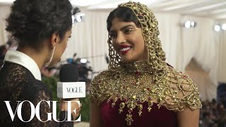 Download Lagu Priyanka Chopra on Her Intricate Beaded Headpiece | Met Gala 2018 With Liza Koshy | Vogue Gratis STAFABAND
