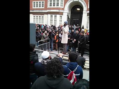 Imran Ibn Mansur (Dawah Man) at the Moazzam Begg protest