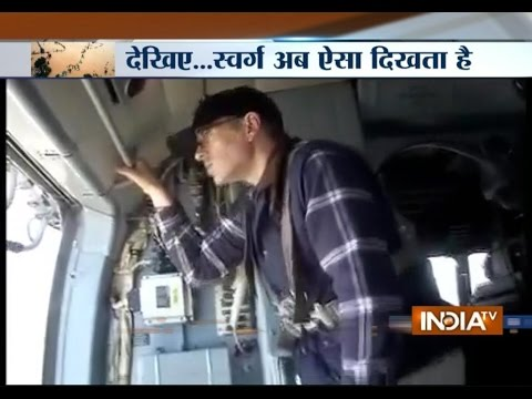 Floods Ravage Jammu & Kashmir: Omar Abdullah Helps Victims From Helipad - India TV