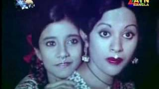 Babita Rojee Anwar Hossain on Golapi Ekhon Trainey - O Toder Ma Jononi.mp4